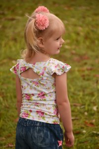 Little girl wearing aaleyah bow back flutter