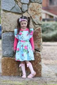 Cote girl in flutter pinny